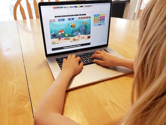 kid playing free mermaid typing game on Kidztype.com