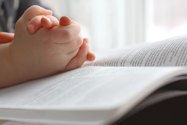 homeschool child praying and reading the Bible