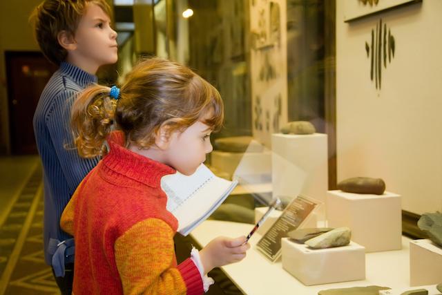 homeschool kids at museum field trip